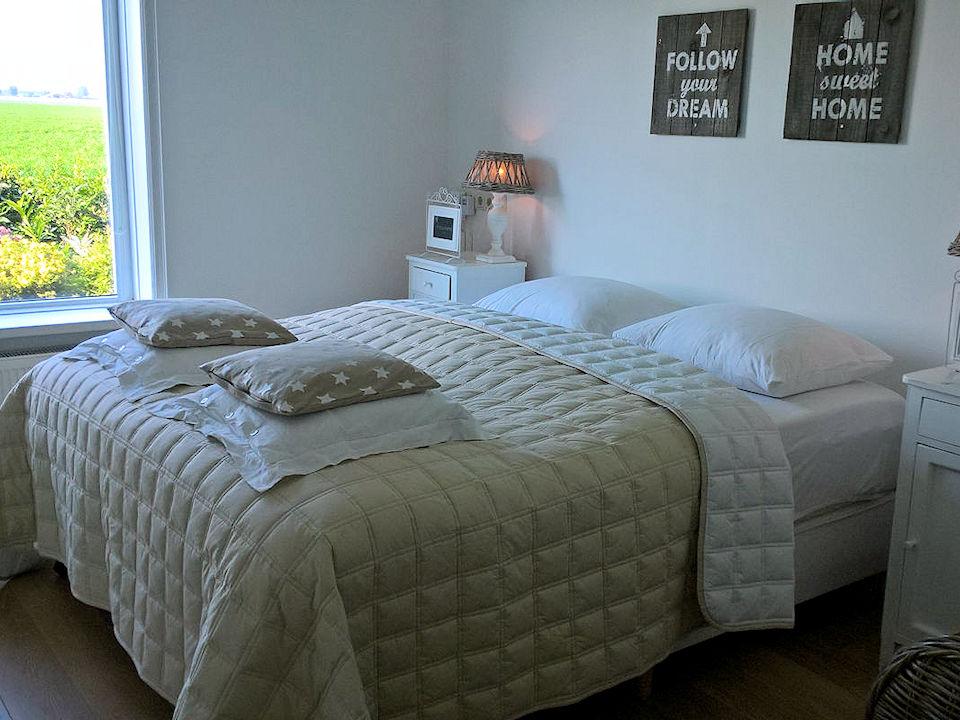Slaapkamer 3 in de woonboerderij (met aansluiting via de hal naar het gastenverblijf)